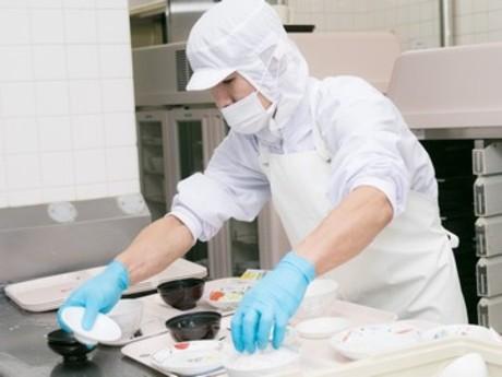 未経験OK!幅広い年代の方が多数活躍中。工場でお弁当やお惣菜を作る仕事です。コツコツ黙々と働けます